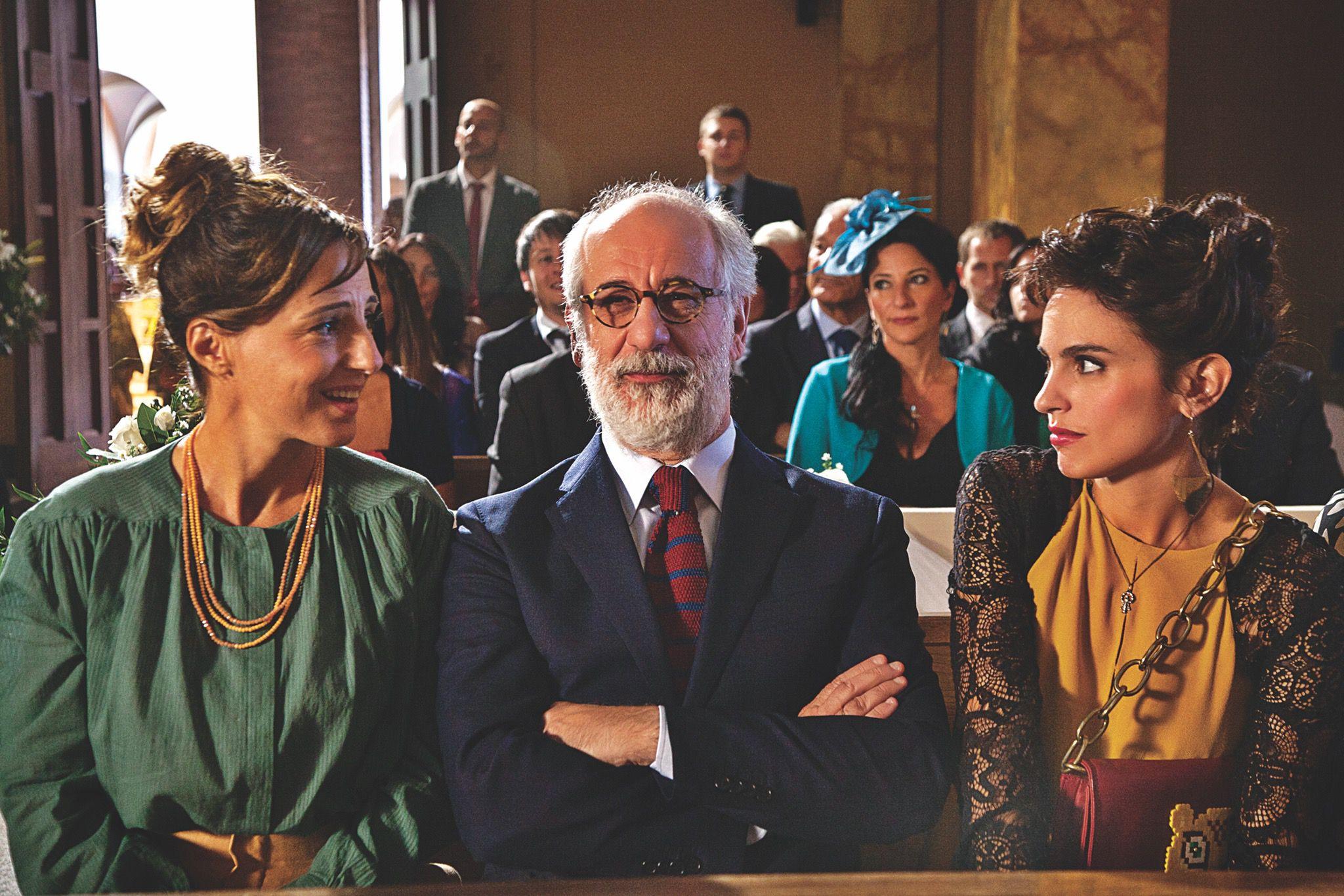 кстати, итальянские фильмы на русском языке скамье сидит парень